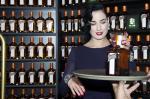 Dita Von Teese presenta il  'Cointreau' Minibar